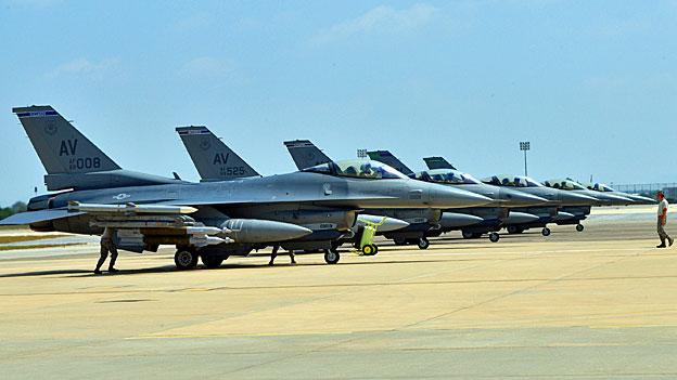 US-Piloten greifen IS erstmals aus der Türkei an
