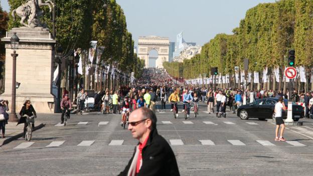 Zu Fuss auf den Champs- Élyseés