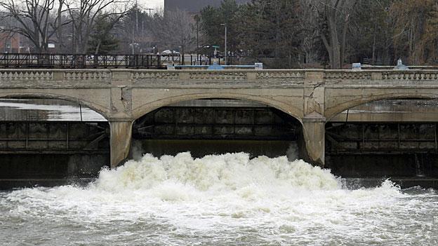 Giftiges Wasser - Folge vernachlässigtet Infrastruktur in den USA