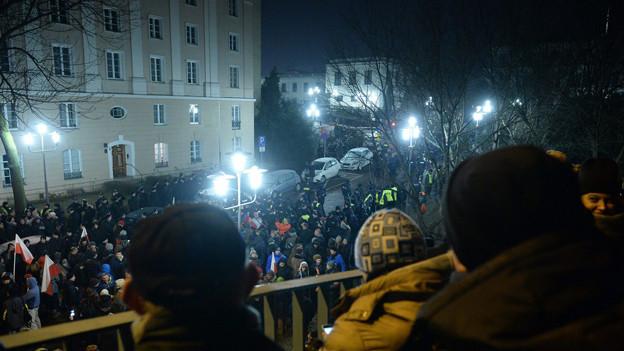Audio «Aufruhr um Polens Parlament» abspielen