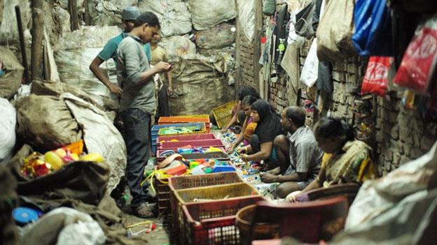 Die Arbeit mit dem Dreck. Indiens Slum-Wirtschaft