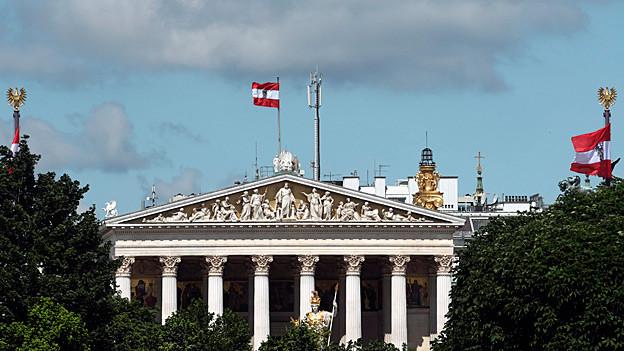 Audio «Beleidigungs-Pingpong der österreichischen Regierungspartner» abspielen