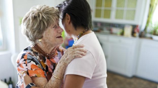 Ausländische Pflegerinnen - die Spitex will es besser machen