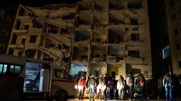 Audio Syrien Assad und Verbündete bombardieren weiter abspielen