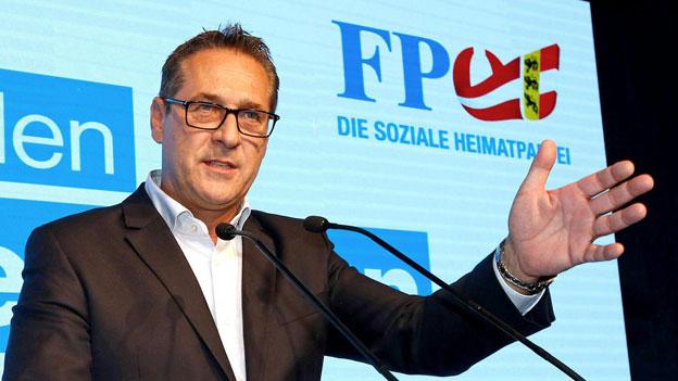 Vize-Kanzler Strache eröffnet umstrittenen Ball in der Hofburg