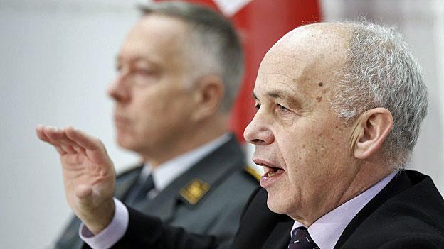 Schweizer Armee schliesst Flugplätze und Waffenplätze