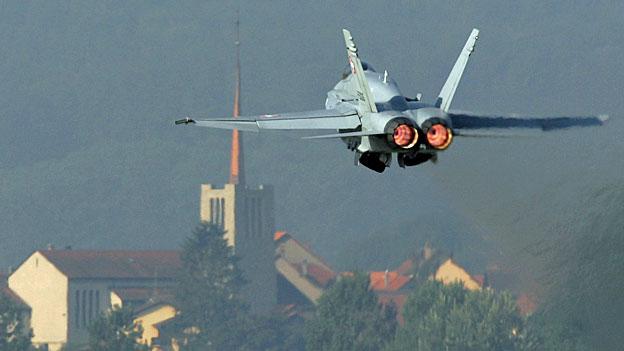 Maurer will 24-Stunden-Betrieb bei der Luftwaffe