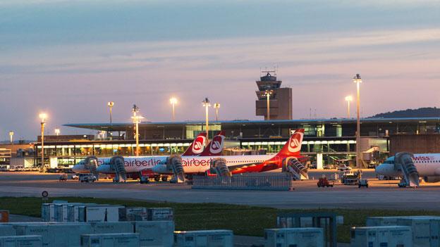 Ebola: Fluggäste-Kontrolle auch auf Schweizer Flughäfen?
