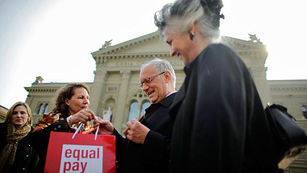 Bürgerliche Politikerinnen zur herrschenden Lohnungleichheit