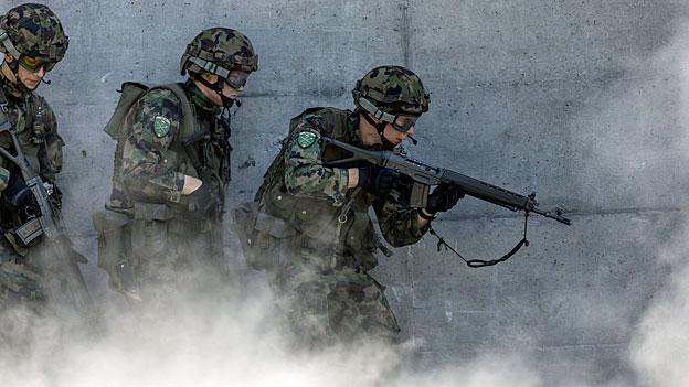 Ein Rechtsextremer darf in die Schweizer Armee