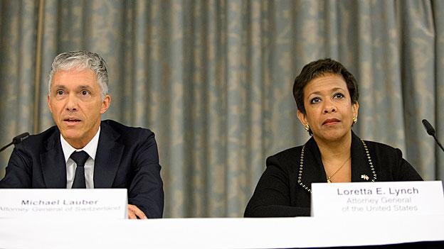 Loretta Lynch und Michael Lauber informieren zum Fifa-Skandal