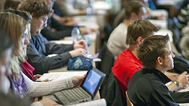 Intelligentere Studierende oder wohlwollendere Lehrkräfte?
