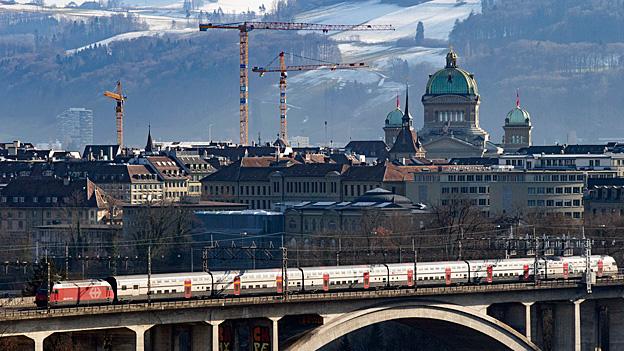 Bund fordert besseren Service im Fernverkehr