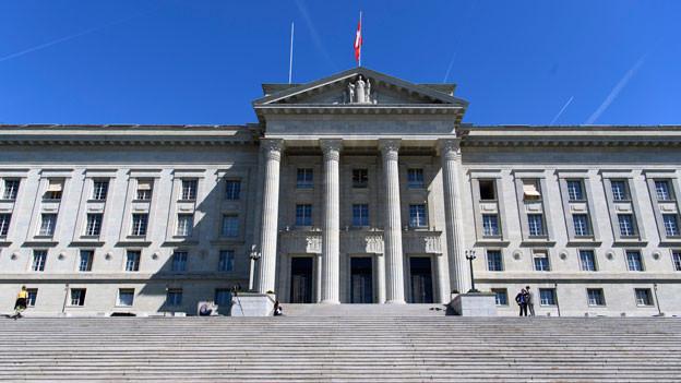 Audio «Bundesgericht sieht bei Kindsschutz keinen Ermessensspielraum» abspielen.