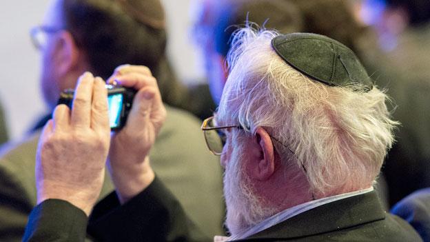 Wie können sich Juden und Jüdinnen in der Schweiz schützen?