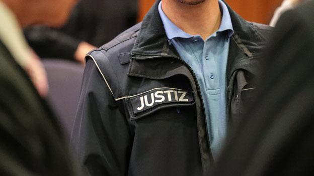 Schweizer Spionagefall: Beschuldigter nennt vor Gericht Namen