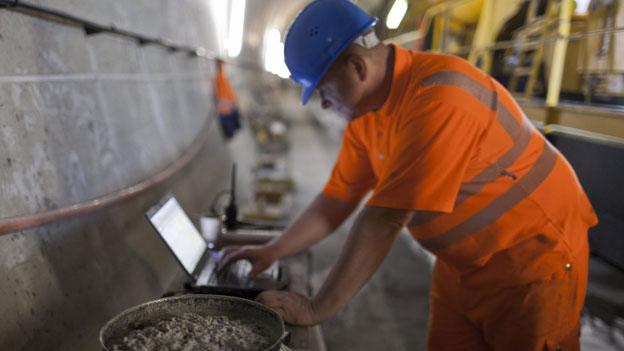 Online bequem und rasch zu kurzfristigen Arbeitsbewilligungen