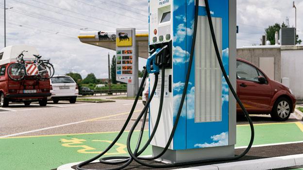 Auto Schweiz fordert mehr Ladestationen für Elektroautos