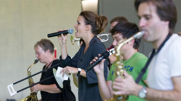 Cornelia Boesch probt mit der Jason Boon Bigband