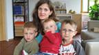 Simone Jung mit drei von fünf Kindern.
