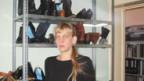 Eva Kirchhofer in ihrer Schuhmacherei