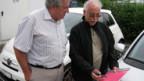 Fahrstunde für Senioren: Fahrberater Max Schweri mit einem Kursteilnehmer.