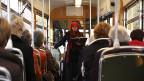 Von der Aussenwelt geschützt und doch mitten unter den Leuten: Eine Tramfahrt ermöglicht Annett Gröschner ungewöhnliche Perspektiven und eignet sich auch als Ort für Lesungen.