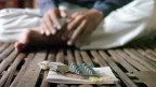 Viele Tabletten, alle sechs Stunden: Früher war die Einnahme von Medikamenten bei HIV-Patienten viel komplexer als heute.