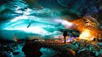 Eine Eishöhle im Morteratschgletscher.