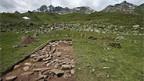 Die Grundmauern der ältesten Schweizer Alphütte im Val Fenga.