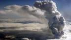 Die gewaltige Rauchsäule des isländischen Vulkans Eyjafjallajökull.
