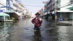 Überflutete Strasse in Bangkok.