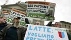 Schweizer Bauern demonstrieren auf dem Bundesplatz.