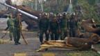 Die burmesische Armee beim Aufräumen.