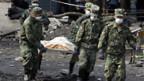 Soldaten helfen im Katastrophengebiet.
