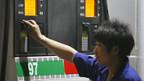 China hat die staatlich kontrollierten Treibstoffpreise drastisch erhöht.