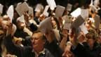 Die Delegierten von der SVP bei der Abstimmung.