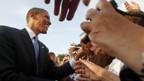 Barack Obama auf Tuchfühlung mit seinen Fans in Berlin.