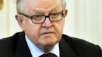 Ahtisaari gibt eine Pressekonferenz im Präsidentenpalast in Helsinki.