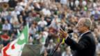 Walter Veltroni spricht zu hunderttausenden Demonstranten in Rom.