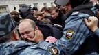 Festnahme von Rechtsextremen durch die russische Polizei.