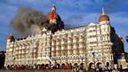 Das Hotel «Taj Mahal» steht in Flammen.