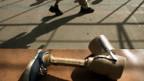 Minenopfer üben das Laufen mit Prothese.