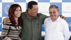 v.l.n.r.: Die argentinische Präsidentin Cristina Kirchner, Venezuelas Staatschef Hugo Chávez u. Kubas Staatschef Raúl Castro.