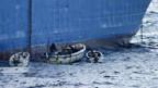Von kleinen Booten aus kapern die Piraten riesige Frachter.