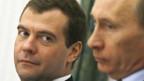 Dmitri Medwedew (l.) und Wladimir Putin.