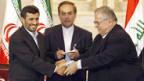 Historischer Handschlag: Ahmadinedschad (li) und Talabani.
