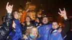 Anhänger von Dmitri Medwedew freuen sich über den Wahlsieg.