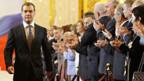 Russlands neuer Präsident Dmitri Medwedew (l.).