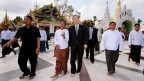 Uno-Chef Ban Ki Moon besucht Shwedagon Pagode in Rangun.